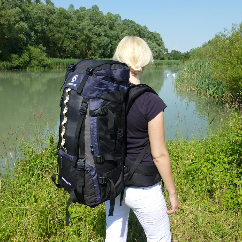 Ich plane einen Auslandsaufenthalt und packe meinen Backpacker-Rucksack mit …