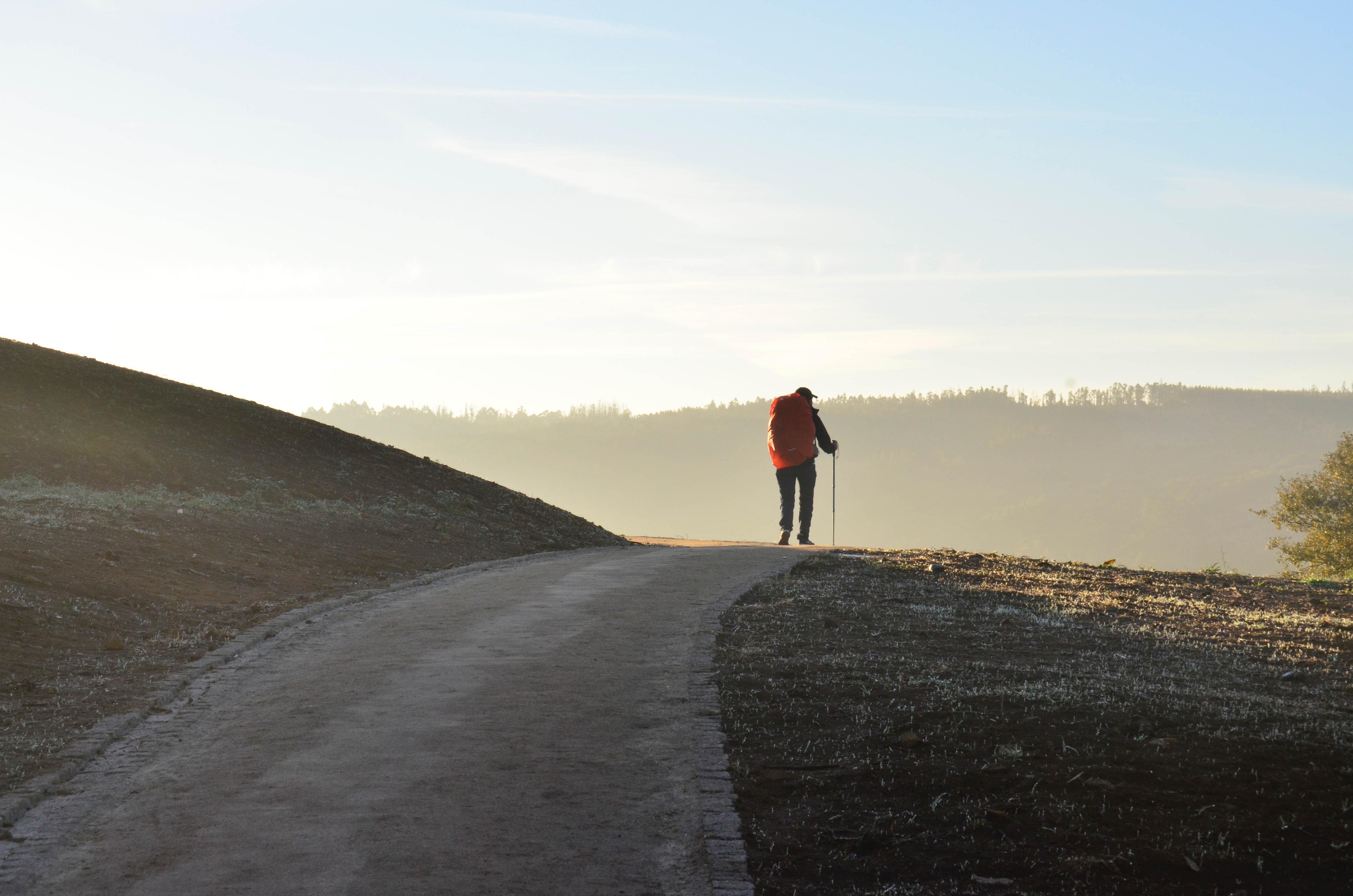 Jakobsweg, Pilgern, Wanderung mit Rucksack